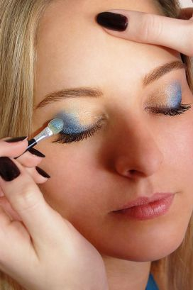 eye-shadow-make-up-properly_zoom